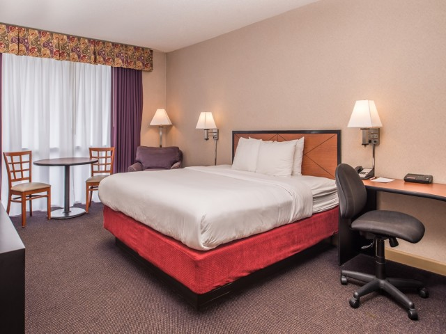 The Hawthorne Inn & Conference Center: King Bed