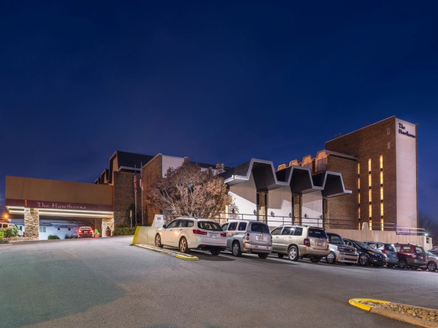 The Hawthorne Inn & Conference Center - Hotel outside view at night