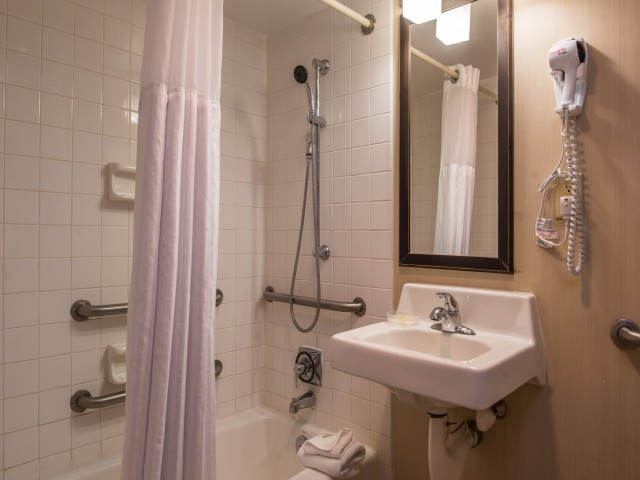 The Hawthorne Inn & Conference Center - Private Bathrooms