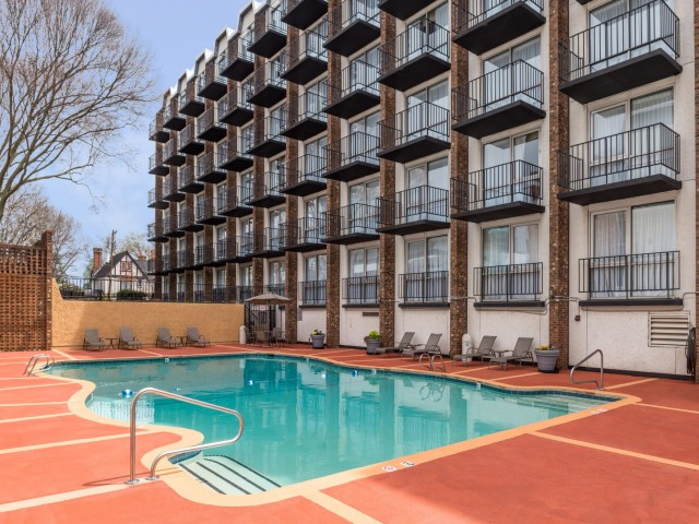 The Hawthorne Inn & Conference Center - Outdoor Pool