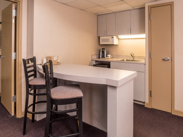 The Hawthorne Inn & Conference Center - Bedroom Mini Kitchen