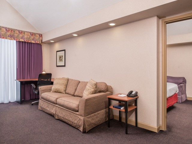 The Hawthorne Inn & Conference Center - Hotel Suite